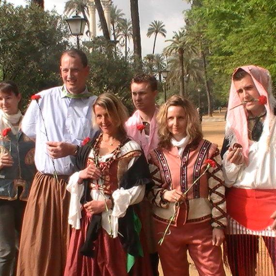 Gymkhana de Sevilla con actores historicos durante la actividad